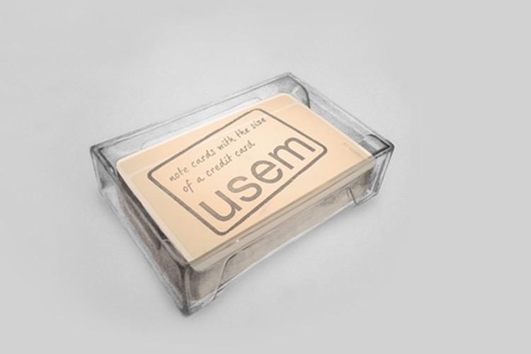 Ieder doosje met usem-kaartjes wordt geleverd in dit handige bewaarbakje.