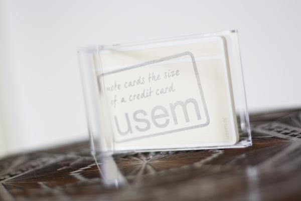 Transparant visitekaarthoudertje met usem-notitiekaartjes