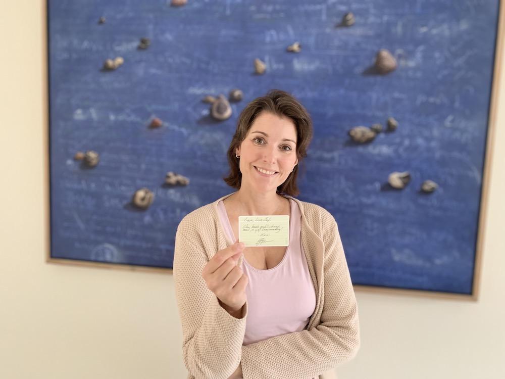 Eva Lemaier met een usem-kaartje