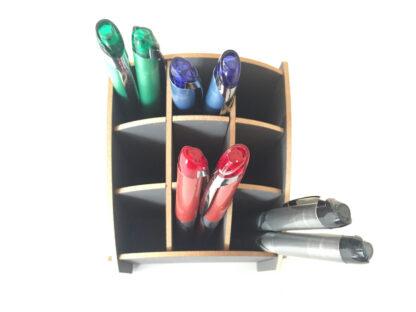 Grijs houten pennenbakje met Pilot rollerpennen