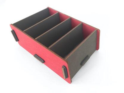 Grijs-rood houten kaartenbakje voor notitiekaartjes en visitekaartjes