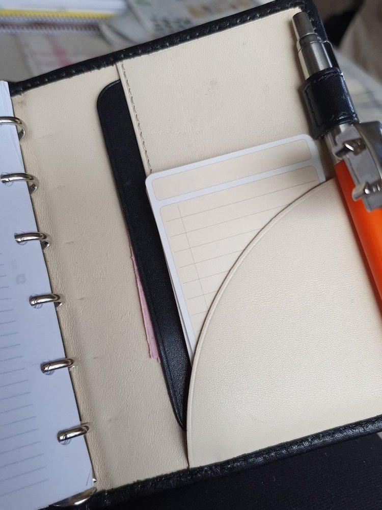 Notitiekaartje in portemonnee (Irene Driehuis)
