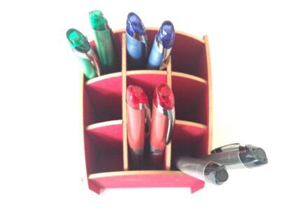 Rood pennenbakje van Werkhaus met Pilot rollerball pennen