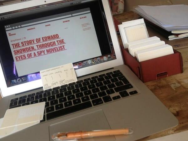 Rood kaartenbakje van Werkhaus met usem-notitiekaartjes